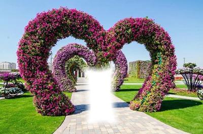 Arcos de corazones con flores
