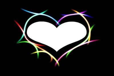 des traits muliticolore en forme de coeur  1 photo