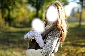 maman qui porte son bébé
