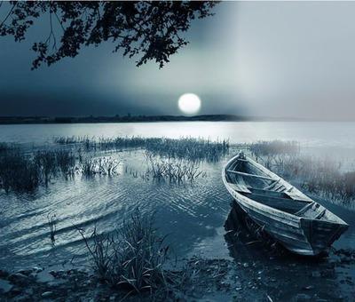 lac bleu flou