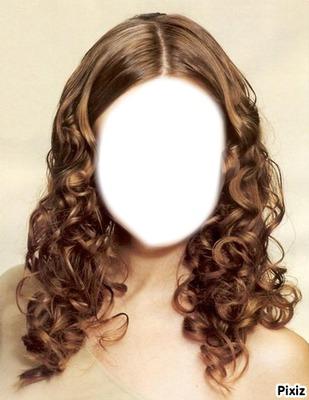 fille au cheveux bouclée