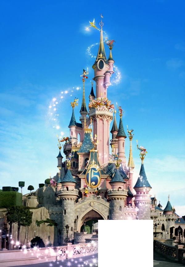 Montage photo chateau disney pixiz for Image chateau princesse