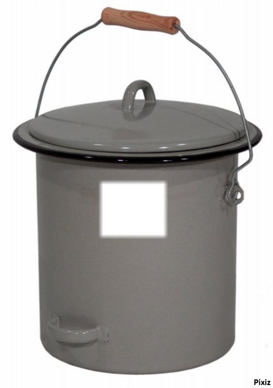 Montage photo pot de chambre pixiz for Pot de chambre camping